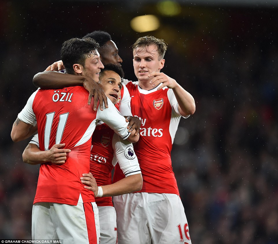 Cú đúp của Sanchez giúp Arsenal nuôi hy vọng dự Champions League - Ảnh 13.