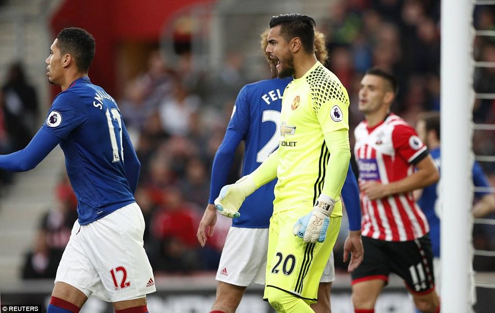 Romero cứu penalty, Man Utd đá như hờn dỗi cả thế giới - Ảnh 6.