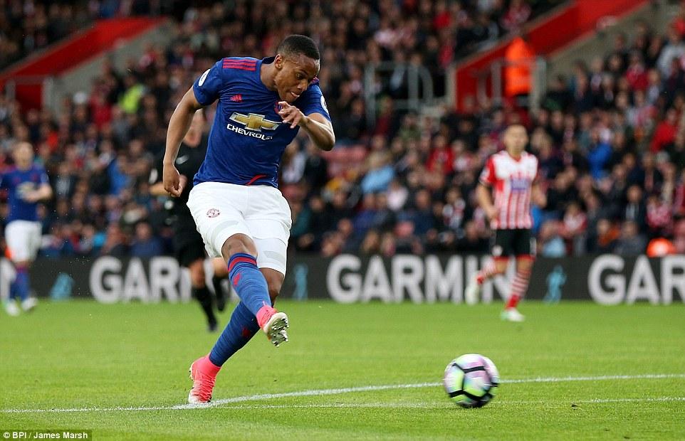 Romero cứu penalty, Man Utd đá như hờn dỗi cả thế giới - Ảnh 8.