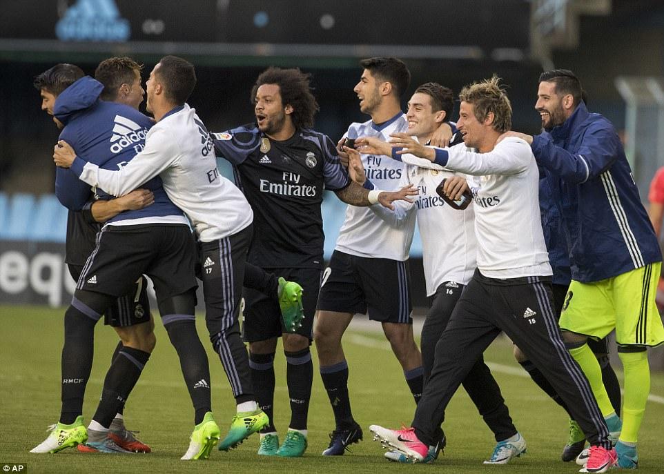 Ronaldo lập cú đúp, Real chạm tay vào chức vô địch La Liga - Ảnh 5.