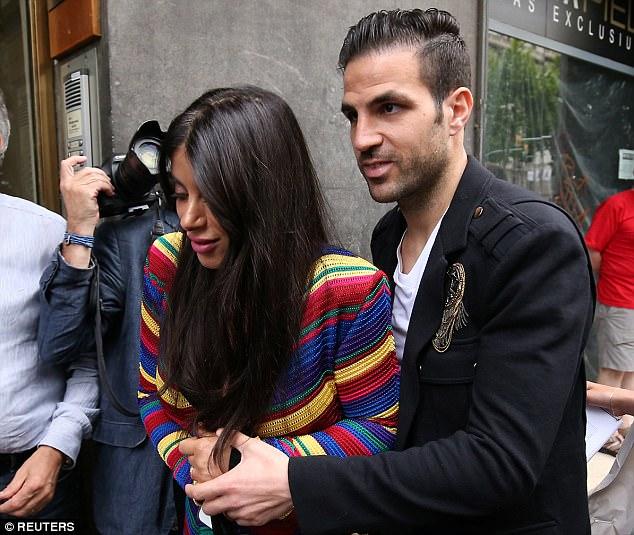 Messi sơ mi đóng thùng đến khai trương shop giày của Antonella và vợ Suarez - Ảnh 5.