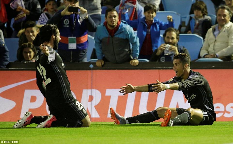 Ronaldo lập cú đúp, Real chạm tay vào chức vô địch La Liga - Ảnh 6.