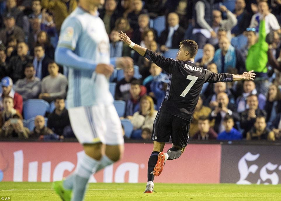 Ronaldo lập cú đúp, Real chạm tay vào chức vô địch La Liga - Ảnh 3.