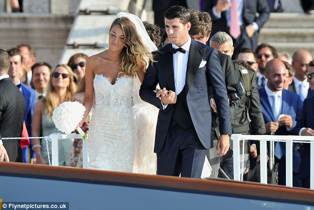 Morata hôn vợ đắm đuối trong lễ cưới đẹp như cổ tích ở Venice - Ảnh 5.