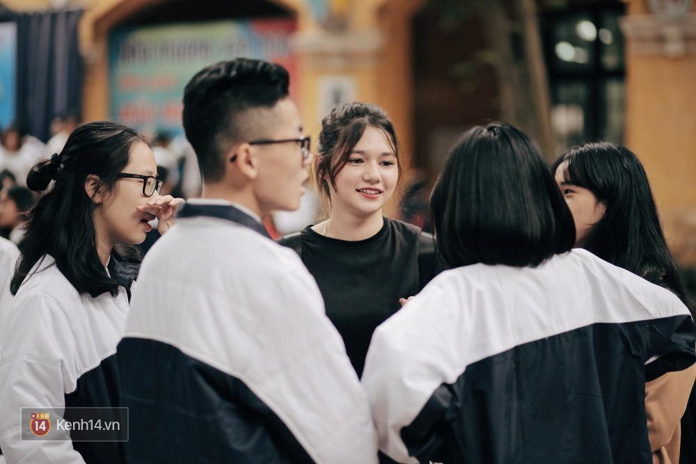 Trường Phan Đình Phùng: Không chỉ hotboy cầm cờ, cô bạn lai này cũng gây chú ý vì rất đáng yêu - Ảnh 8.