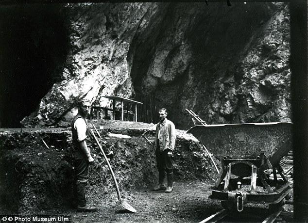 Chỉ vì mẩu xương hóa thạch này, lịch sử con người đang bị buộc phải viết lại - Ảnh 3.