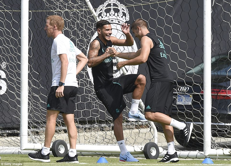 Gareth Bale khoe cơ bắp siêu khủng trong buổi tập trên đất Mỹ - Ảnh 6.