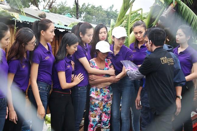 VTV nói gì khi vẫn truyền hình trực tiếp Hoa hậu Hoàn vũ Việt Nam 2017 lúc cả nước đau lòng vì bão lũ? - Ảnh 4.