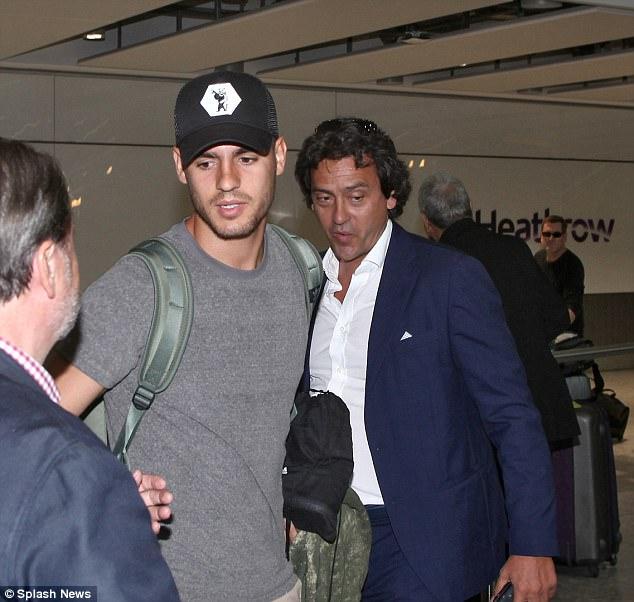 Morata và vợ xinh đặt chân đến London, chờ ký hợp đồng với Chelsea - Ảnh 2.