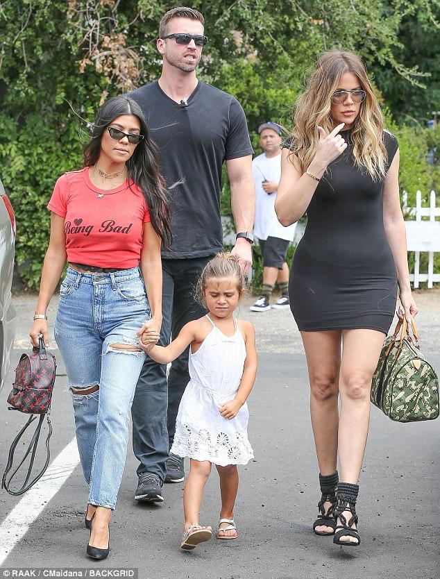 Giảm cân thì phải như Kim Kardashian, eo nhỏ tới mức không mặc vừa quần! - Ảnh 3.