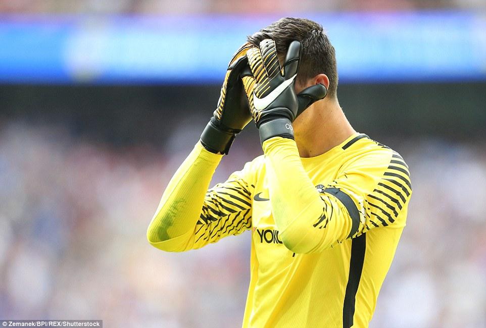 Bạn có biết trận Arsenal - Chelsea vừa áp dụng luật sút penalty mới? - Ảnh 1.