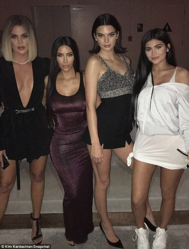 Băng đăng hình vòng 3 và những món quà độc đáo trong tiệc sinh nhật Kylie Jenner - Ảnh 4.