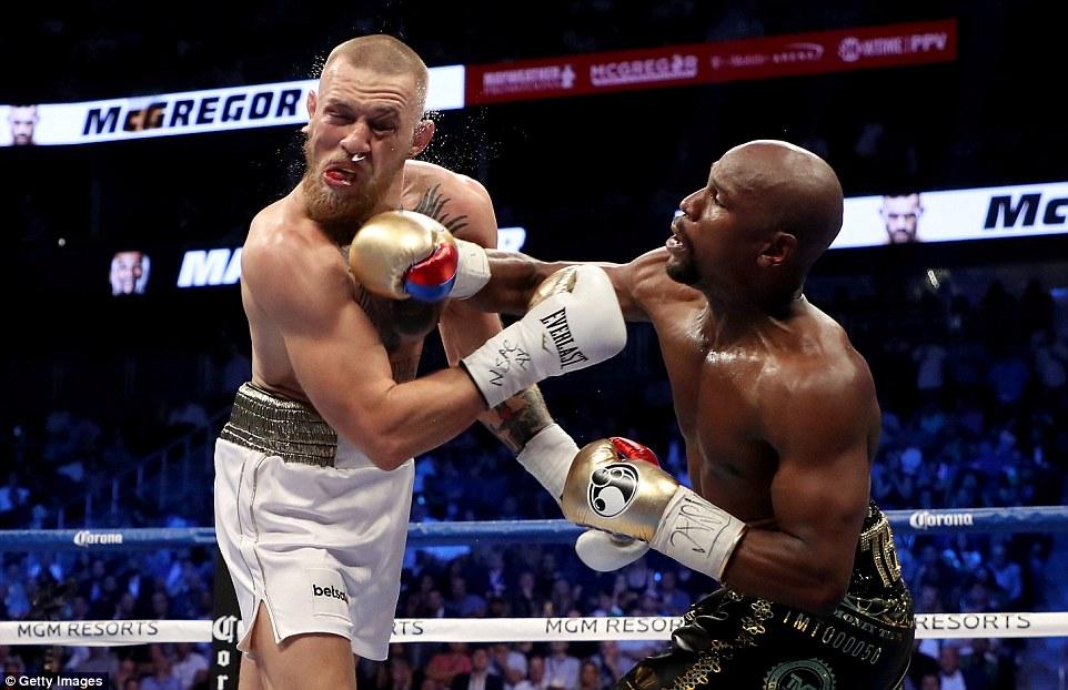 Mayweather hạ knock-out McGregor ở trận quyền anh tỷ đô - Ảnh 3.