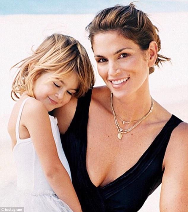 Quá quyến rũ ở tuổi 16, con gái Cindy Crawford đã sẵn sàng lên ngôi nữ hoàng sắc đẹp thay mẹ - Ảnh 8.