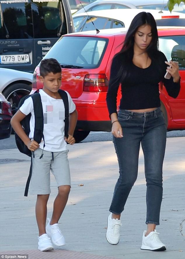 Vừa sinh con gái cho Ronaldo, Georgina vẫn giữ dáng thon gọn đến khó tin - Ảnh 5.