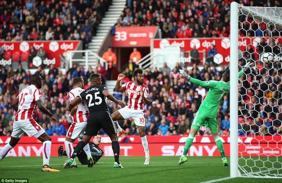 Man Utd đứt mạch toàn thắng, vẫn giữ ngôi đầu Premier League - Ảnh 4.