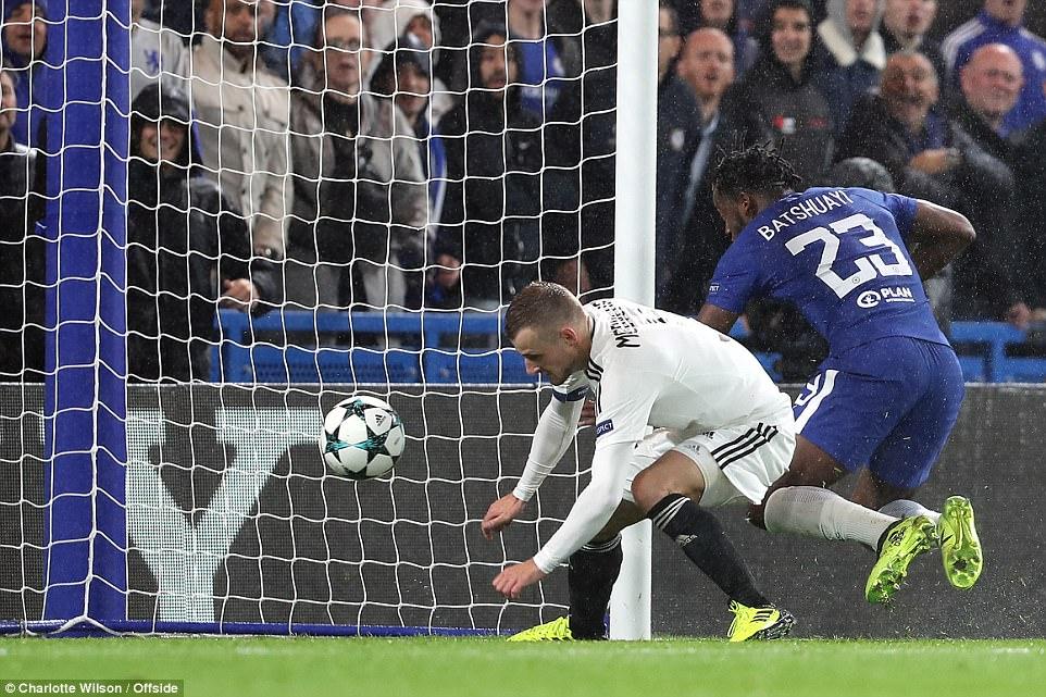Tân binh tỏa sáng, Chelsea đánh tennis trong trận khai màn Champions League - Ảnh 12.