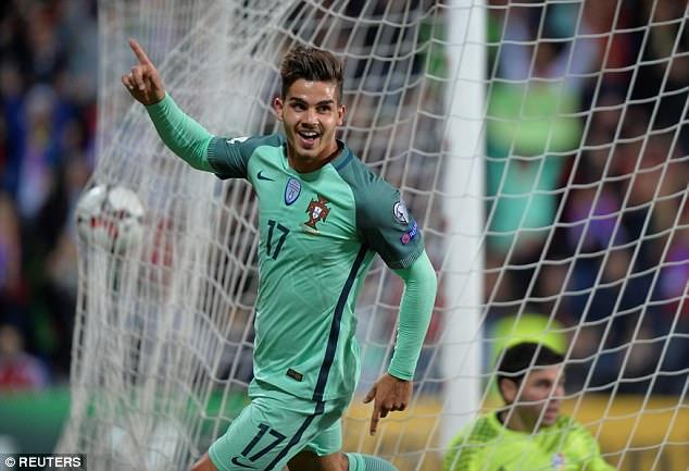 Cứu tinh Ronaldo giúp Bồ Đào Nha mở toang cánh cửa giành vé World Cup 2018 - Ảnh 9.