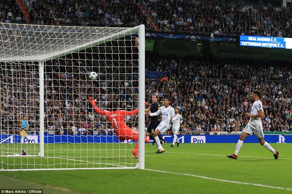 Ronaldo ghi bàn trên chấm penalty, Real Madrid thoát thua Tottenham - Ảnh 8.