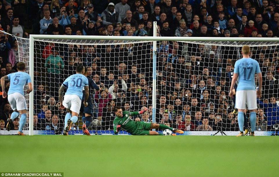 Man City khoe sức mạnh, độc chiếm ngôi đầu bảng F Champions League - Ảnh 8.