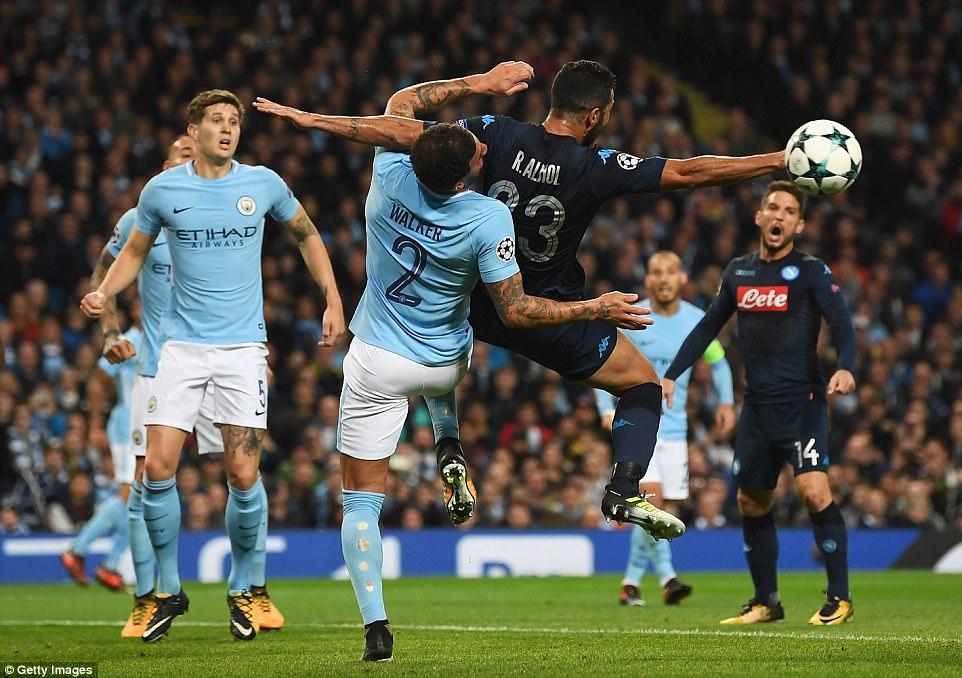 Man City khoe sức mạnh, độc chiếm ngôi đầu bảng F Champions League - Ảnh 7.