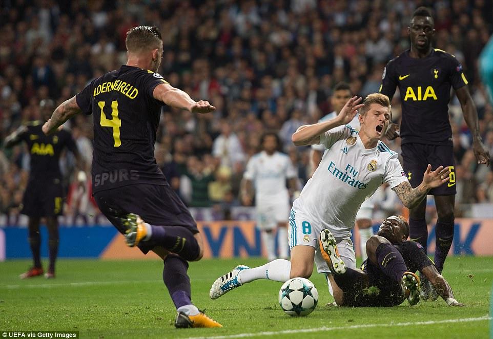 Ronaldo ghi bàn trên chấm penalty, Real Madrid thoát thua Tottenham - Ảnh 10.