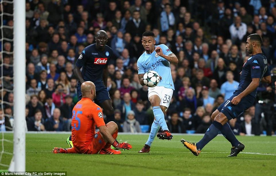 Man City khoe sức mạnh, độc chiếm ngôi đầu bảng F Champions League - Ảnh 6.