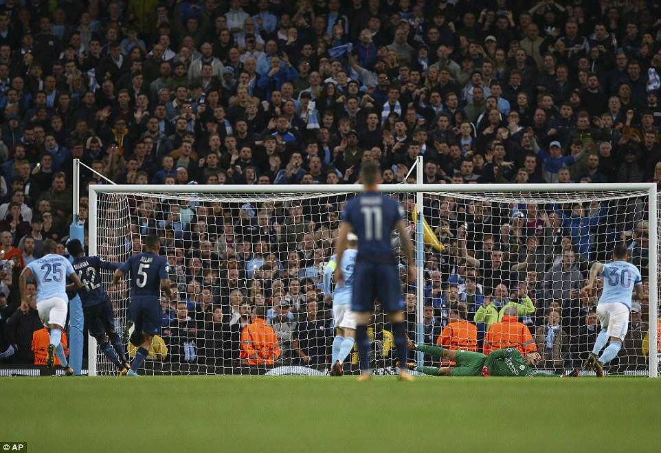 Man City khoe sức mạnh, độc chiếm ngôi đầu bảng F Champions League - Ảnh 12.