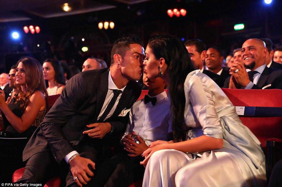 Ronaldo - Georgina: Mối tình Hoàng tử và Công chúa Lọ Lem - Ảnh 4.
