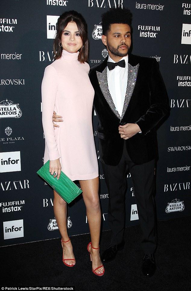 The Weeknd chính thức chia tay Selena Gomez sau loạt ảnh bạn gái thân thiết bên Justin Bieber - Ảnh 1.