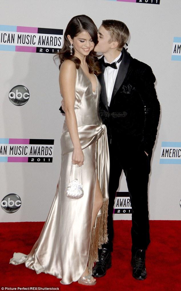 Selena Gomez và Justin Bieber tiếp tục bị bắt gặp đi ăn chỉ có 2 người trong lúc The Weeknd đi vắng - Ảnh 3.