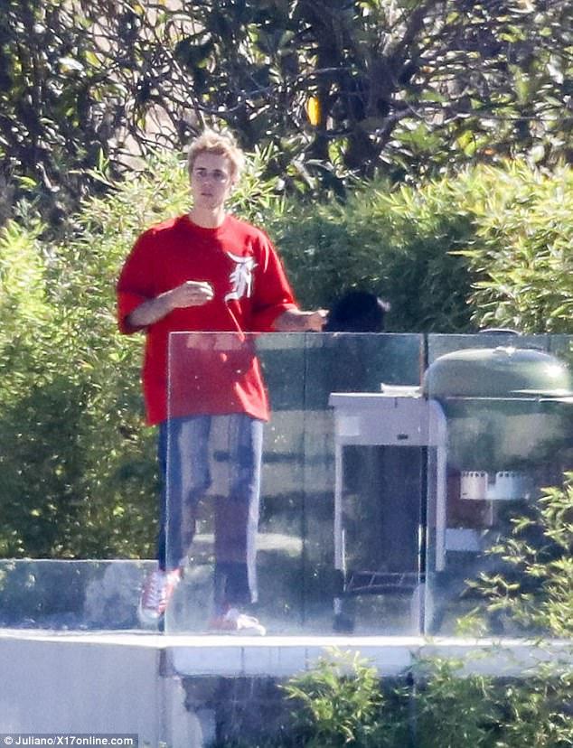 Lộ thêm ảnh Selena ở trong nhà Justin, The Weeknd cho thấy dấu hiệu có thể đã chia tay nữ ca sĩ - Ảnh 3.