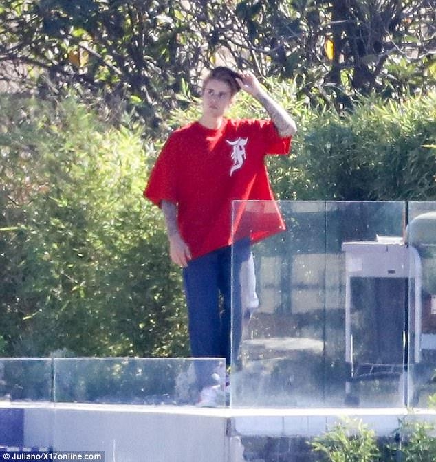 Lộ thêm ảnh Selena ở trong nhà Justin, The Weeknd cho thấy dấu hiệu có thể đã chia tay nữ ca sĩ - Ảnh 2.