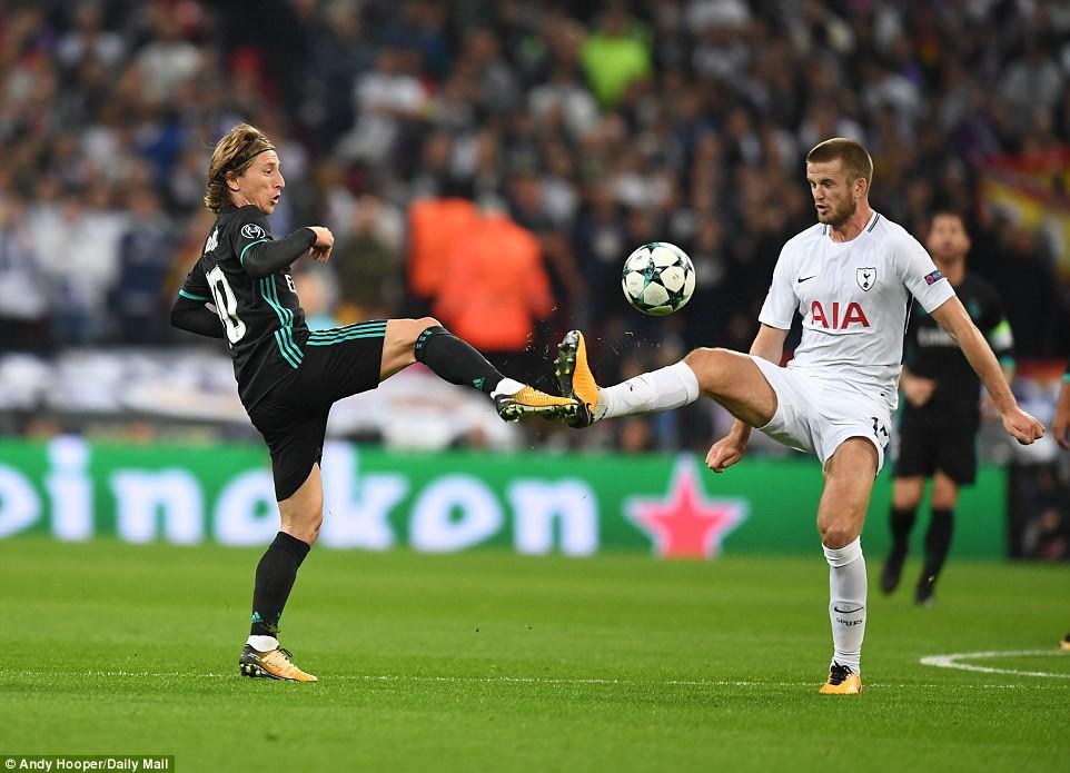 Ronaldo ghi bàn danh dự trong ngày Real Madrid bị Tottenham vùi dập - Ảnh 10.