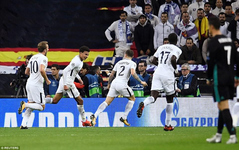 Ronaldo ghi bàn danh dự trong ngày Real Madrid bị Tottenham vùi dập - Ảnh 12.