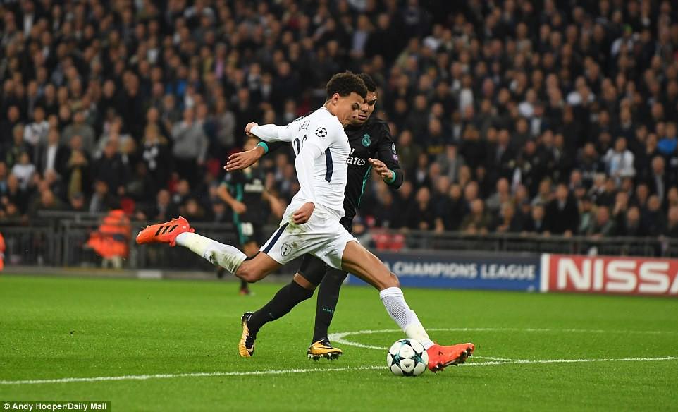 Ronaldo ghi bàn danh dự trong ngày Real Madrid bị Tottenham vùi dập - Ảnh 11.