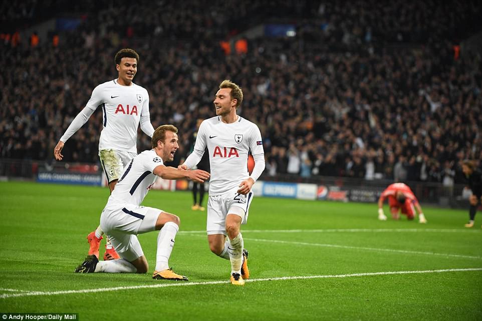Ronaldo ghi bàn danh dự trong ngày Real Madrid bị Tottenham vùi dập - Ảnh 18.