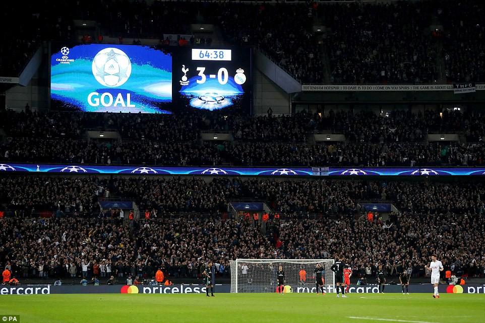 Ronaldo ghi bàn danh dự trong ngày Real Madrid bị Tottenham vùi dập - Ảnh 15.