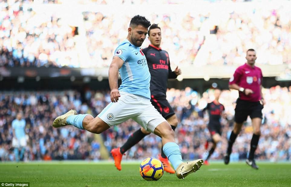 Sergio Aguero: Từ đứa trẻ dị tật ở cổ vươn lên thành chân sút vĩ đại nhất Man City - Ảnh 5.