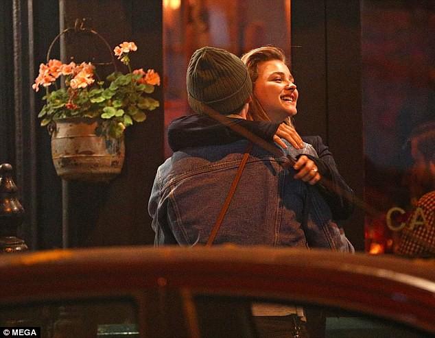 Hành động chứng tỏ Brooklyn là người đàn ông đầy tình cảm và yêu chiều phụ nữ không khác bố Becks - Ảnh 10.