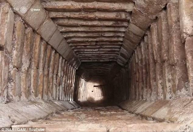 Tìm ra đường hầm bí mật dưới kim tự tháp ngàn năm tuổi, hé lộ bí ẩn Xà thần của người Maya - Ảnh 3.
