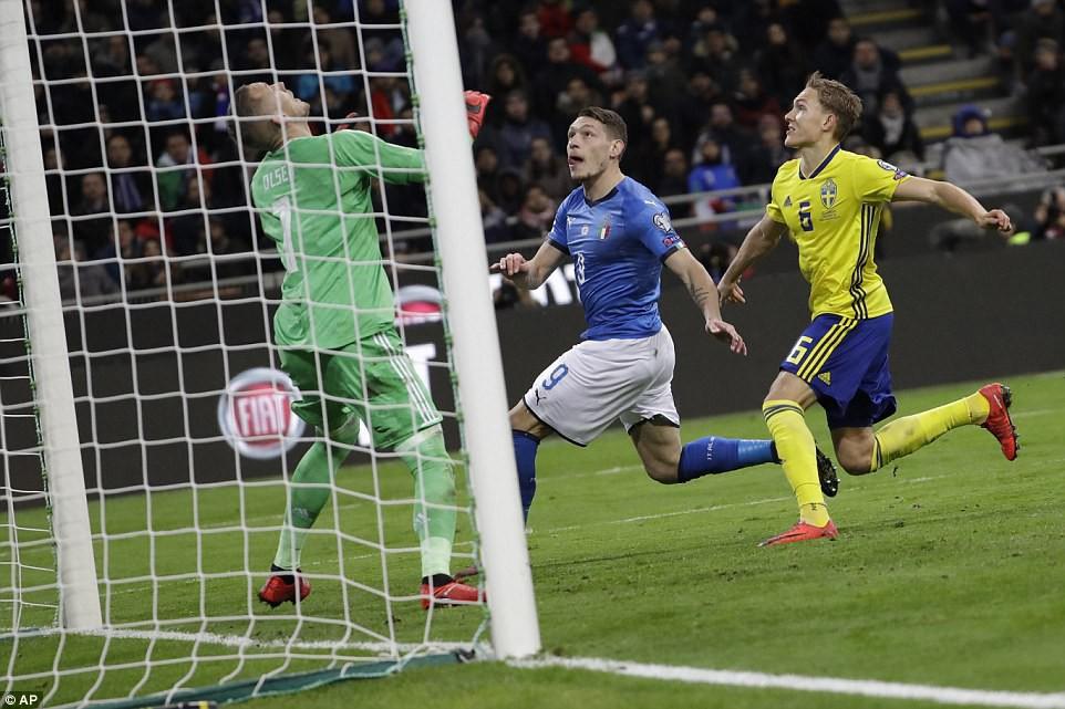Sau 60 năm, lần đầu tiên Italia phải ngồi nhà xem World Cup - Ảnh 9.