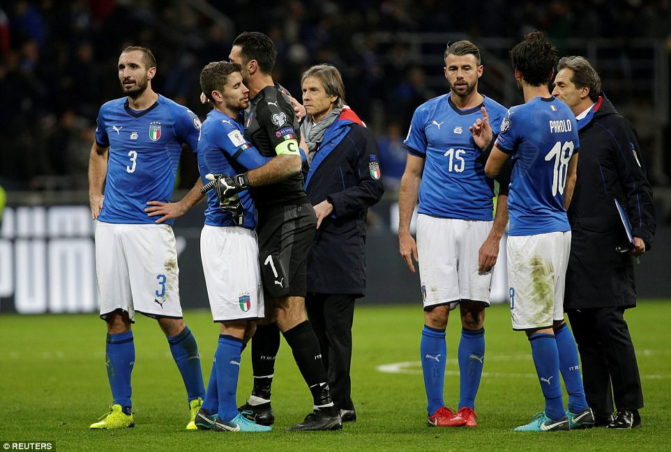 Sau 60 năm, lần đầu tiên Italia phải ngồi nhà xem World Cup - Ảnh 13.