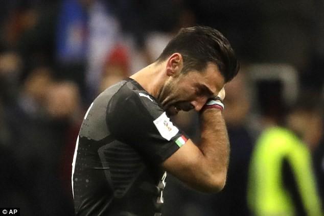 Buffon khóc nức nở, thông báo chia tay đội tuyển Italia - Ảnh 3.