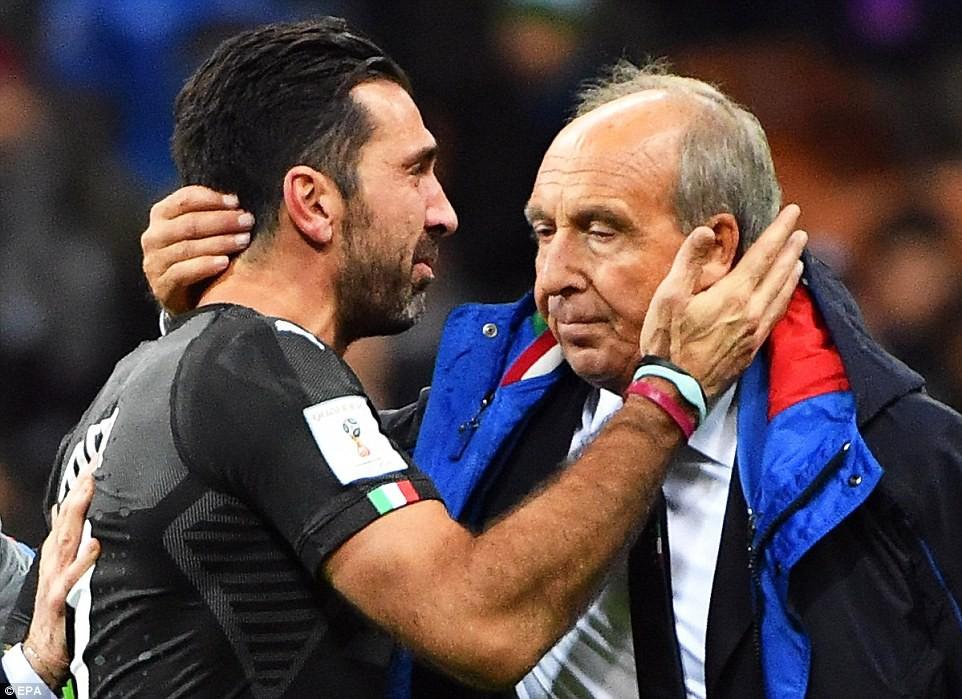 Buffon và đồng đội đổ gục, bật khóc tức tưởi sau thất bại của Italia - Ảnh 8.