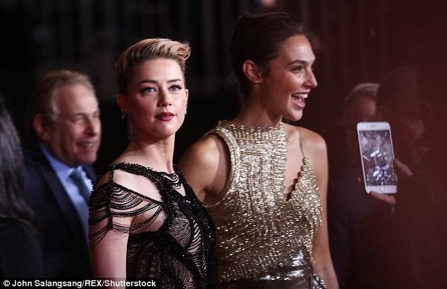 Dù lắm thị phi nhưng Amber Heard quả thật quá xinh đẹp, cân luôn cả Wonder Woman trên thảm đỏ - Ảnh 10.