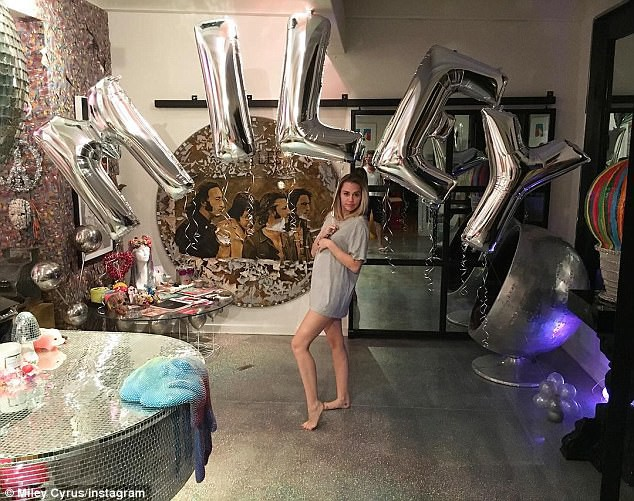 Bức ảnh khoe bụng bầu này chính là bằng chứng Miley Cyrus đã có thai? - Ảnh 1.
