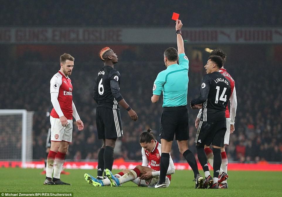 Pogba bị đuổi vì phạm lỗi ác ý