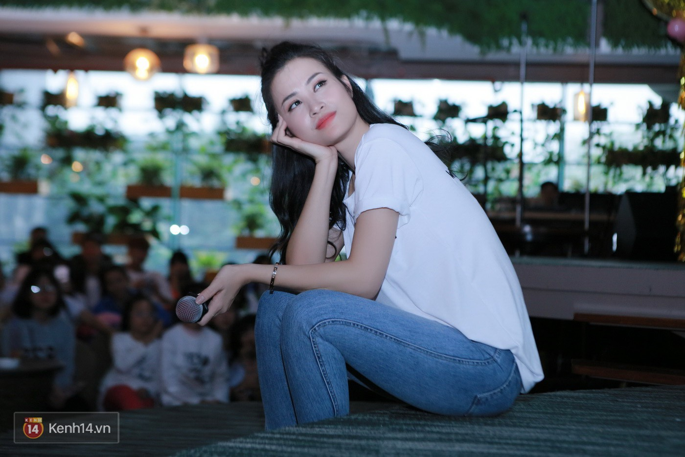 Đông Nhi nghẹn ngào rơi nước mắt trước tình cảm của fan Hà thành trong buổi fan-meeting - Ảnh 8.