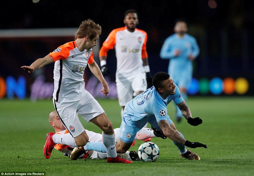 Man City bại trận ở Champions League trước derby thành Manchester - Ảnh 9.